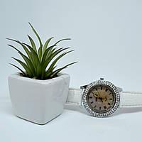 Часы женские наручные белые со стразами Fashion