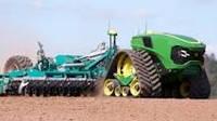 Подивіться, як безпілотний трактор працює в полі: відео