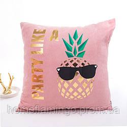 """Декоративная подушка велюровая с золотистыми элементами """"Party like"""" розового цвета"""