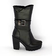 Женские демисезонные чёрные кожаные ботинки на высоком каблуке