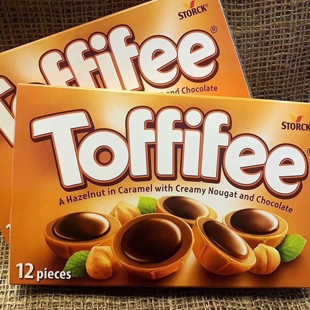 Шоколад Тoffifee з карамеллю та горіхом 12 шт