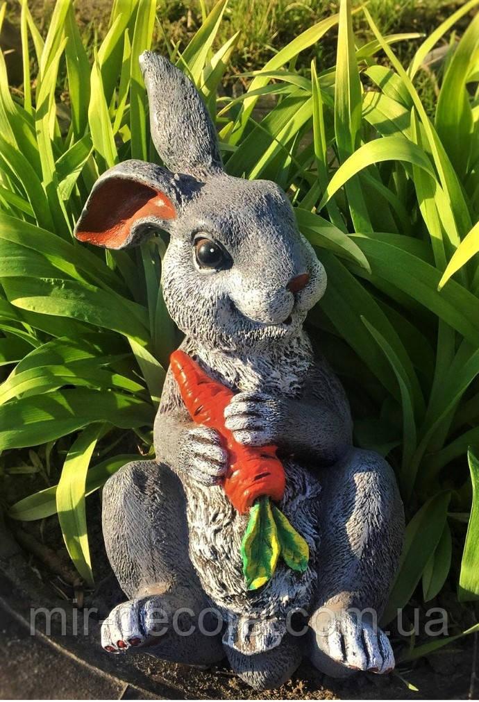 Фигура для сада скульптура Зайчик с морковкой, 25 см