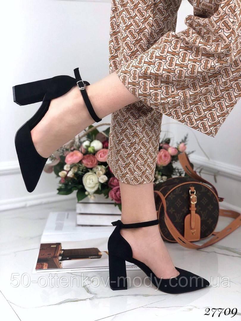 Жіночі туфлі чорні на широкому каблуці з гострим носом