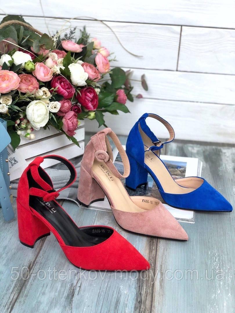 Женские туфли с ремешком на широком каблуке с острым носом