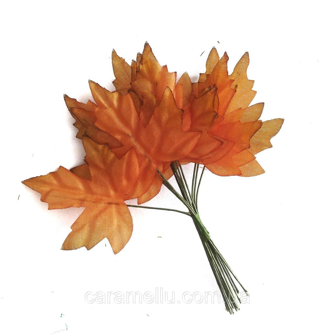 Листочки клена 5 див. 12 штук. Колір оранжевий.