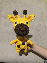 Вязаная игрушка ручной работы Жираф
