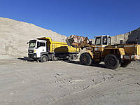 Песок речной с доставкой от 10 до 40 тонн самосвалами