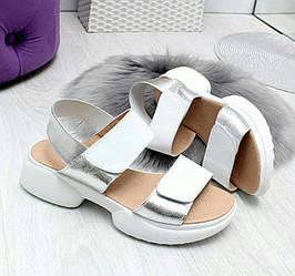 Кожаные женские модные босоножки белый + серебро