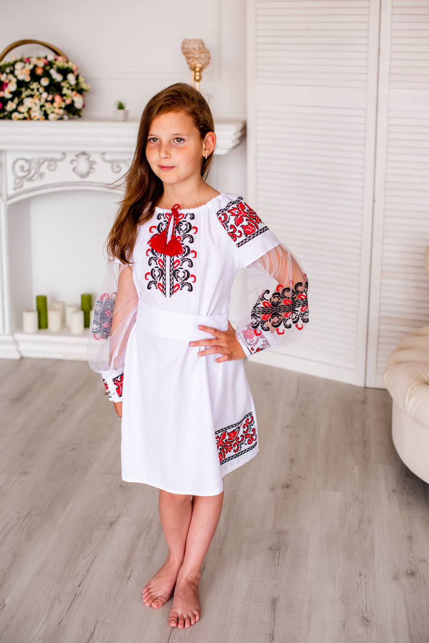 Вишита дитяча сукня машинної вишивки