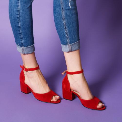 Босоножки женские замшевые красные на каблуке, с закрытой пяткой. Цвет любой