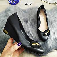 Женские туфли черные классические на платформе