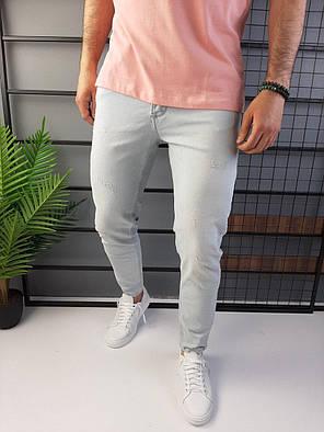 Чоловічі джинси завужені світло-сірі з подряпинами, фото 2