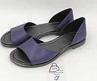 Кожаные босоножки синиена низком ходу, с черной стелькой 37 размер(натуральная кожа)