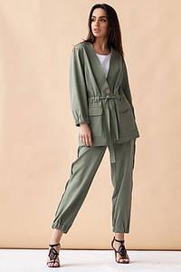 Женский костюм с укороченными брюками на резинке