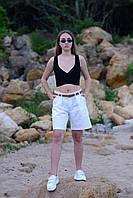 Красивые женские шорты белый