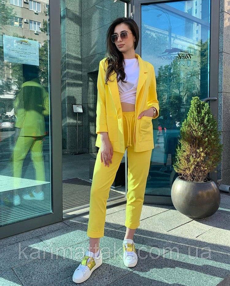 Женский яркий костюм пиджак и брюки