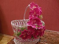 Пасхальная корзина плетенные из лозы с орхидеями