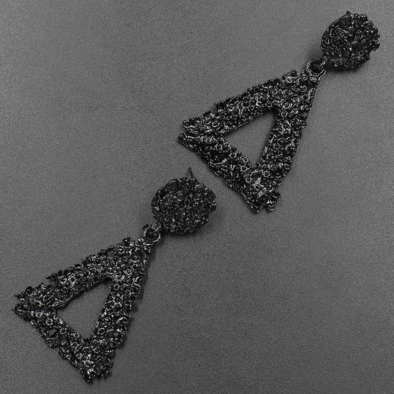 Сережки жіночі в стилі Зарра в чорному кольорі трикутні 6х3,3 см