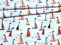 Хлопковая ткань кораблики на светло-сером