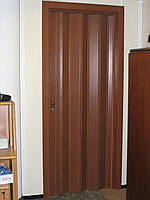 Двері гармошка глухі Горіх Мускат Folding, розсувні пластикові двері, міжкімнатні двері, приховані, складні