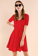 Красное платье из жаккардовой ткани отрезное полинии талии