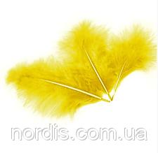 Перья для воздушных шаров и декора жёлтые, 10 грамм (100 штук).