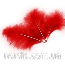 Перья для воздушных шаров и декора красные, 10 грамм (100 штук).