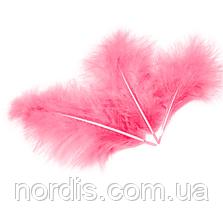 Перья для воздушных шаров и декора розовые, 10 грамм (100 штук).