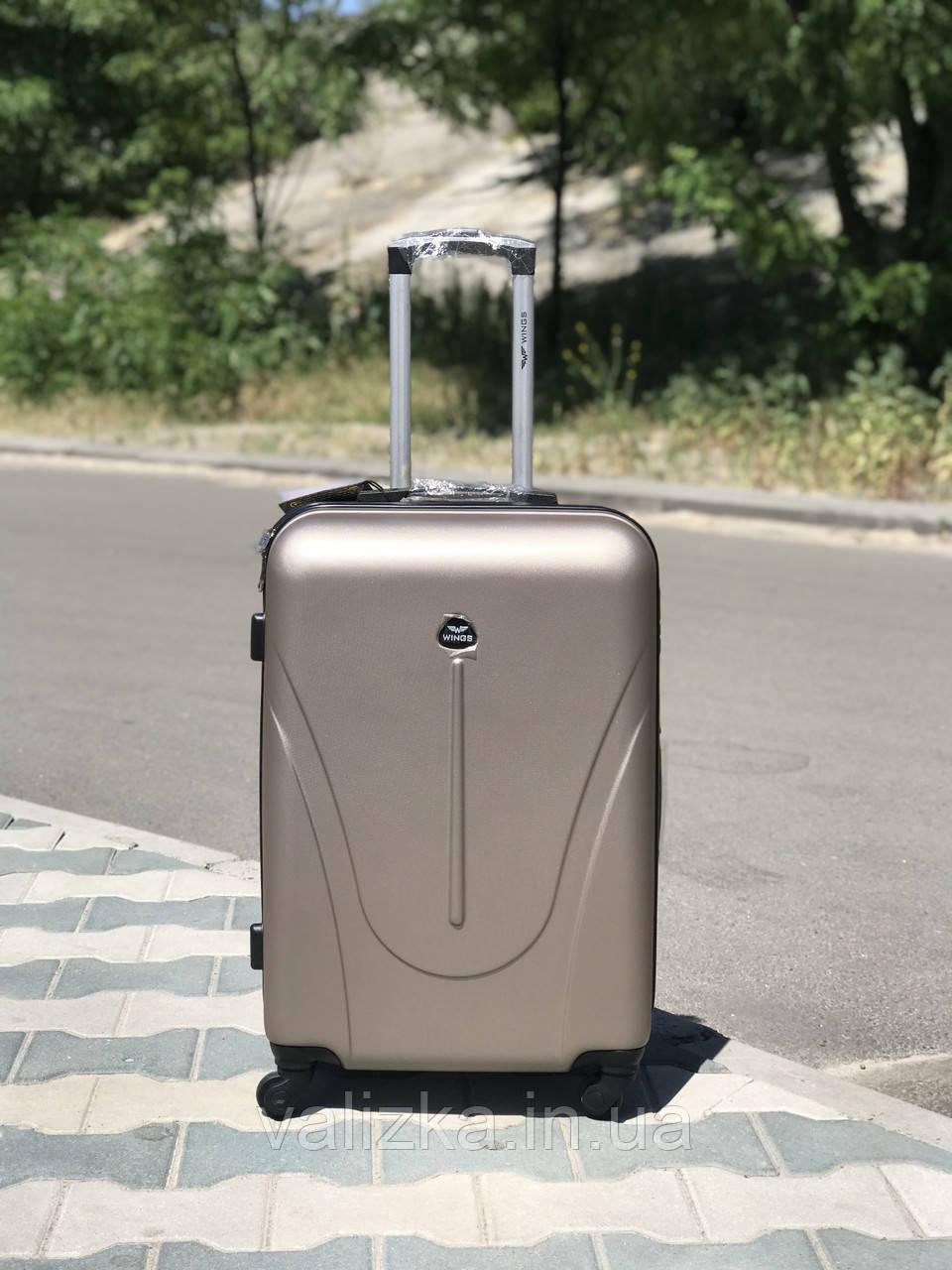 Пластиковый чемодан из поликарбоната средний золотого цвета
