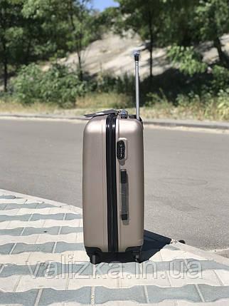 Пластиковый чемодан из поликарбоната средний золотого цвета, фото 2