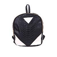 Маленький рюкзак для женщин черного цвета из кожзама