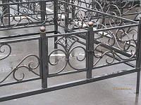 Кованая оградка с калиткой