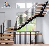 Перила из черных металлов пристенные для лестницы на несущей опоре (косоуре) в индустриальном стиле.