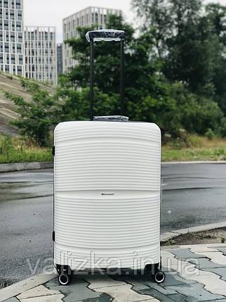 Пластиковый чемодан из полипропилена средний белого цвета  Франция, фото 2