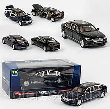 Машинка метал  EL 7845ТК GroupМ1:24 BMW 750, 2 цвета, свет, звук, открываются двери