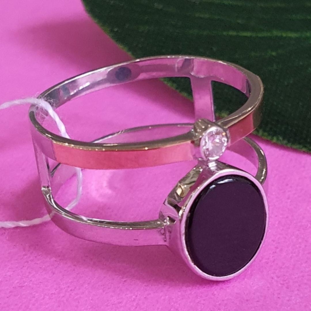 Серебряное брендовое кольцо с ониксои и золотом