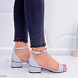 Босоножки женские серые эко кожа на каблуке 4 см, фото 7