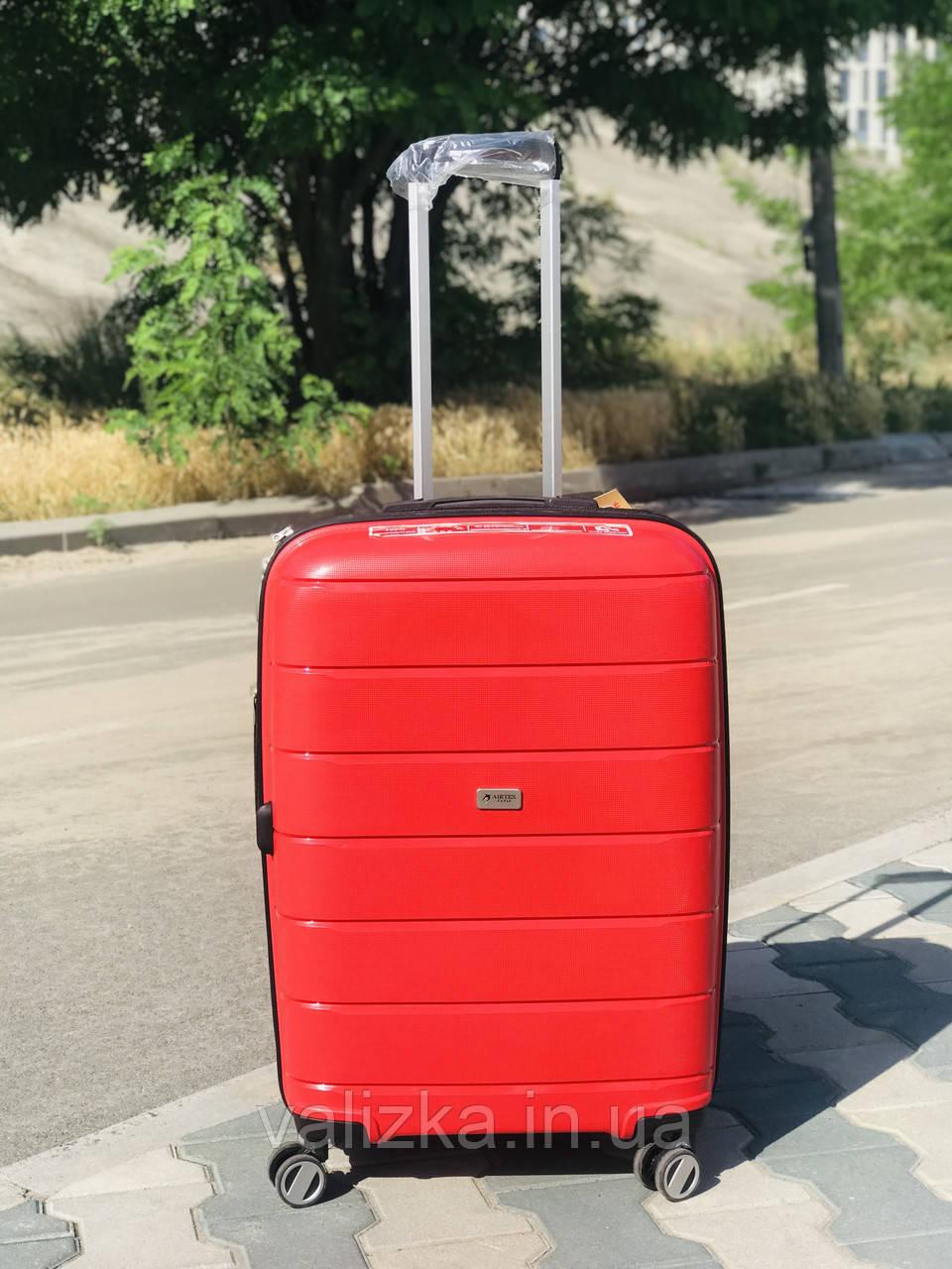 Пластиковый чемодан из полипропилена средний красного цвета  Франция