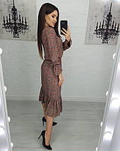 Летнее легкое платье с бантом цветочное средней длины с рюшами Красные цветы на коричневом, фото 2