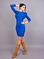 Облегающее платье украшено стильными воланами