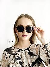 Стильні чорні сонцезахисні окуляри