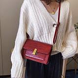 Женская классическая сумочка кросс-боди на ремешке через плечо рептилия крокодил питон красная, фото 3
