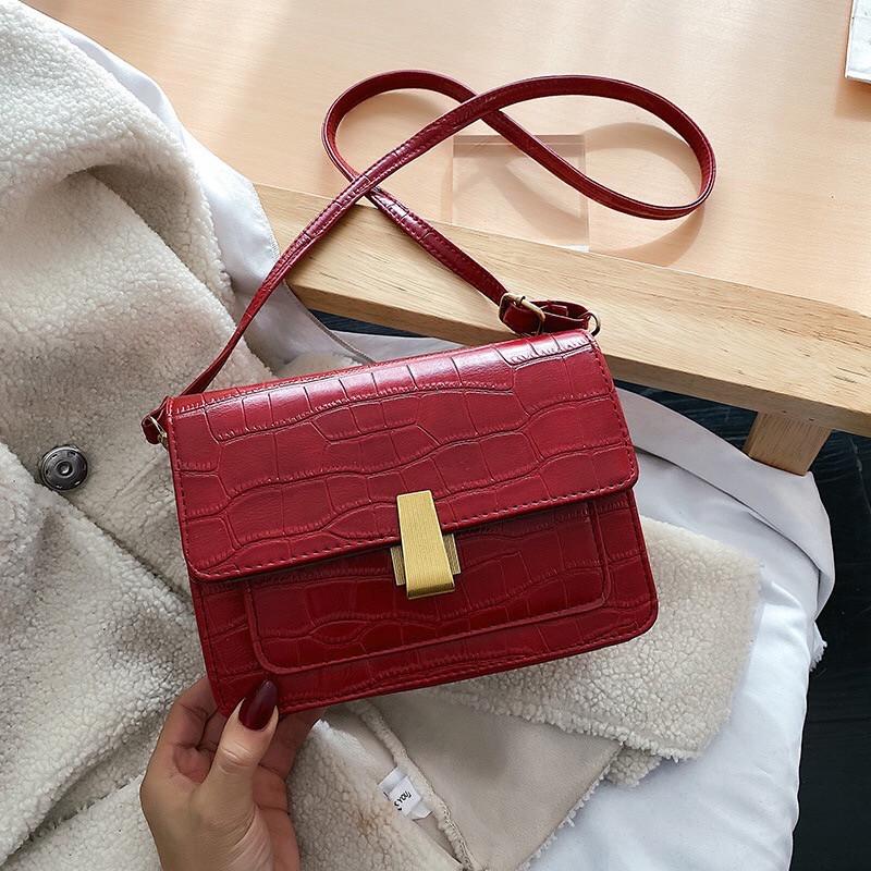 Женская классическая сумочка кросс-боди на ремешке через плечо рептилия крокодил питон красная