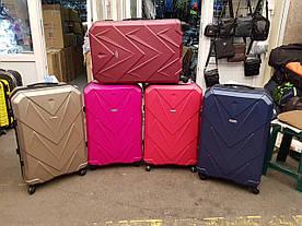 Дорожные чемоданы оптом разные цвета .Комплект чемоданов 3-шт опт