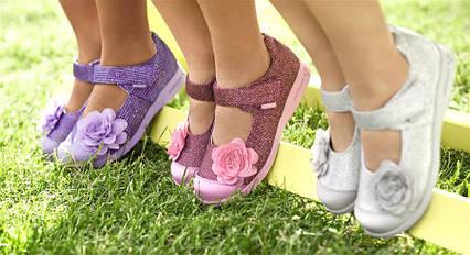Три міфи про те, якою повинна бути дитяча взуття.