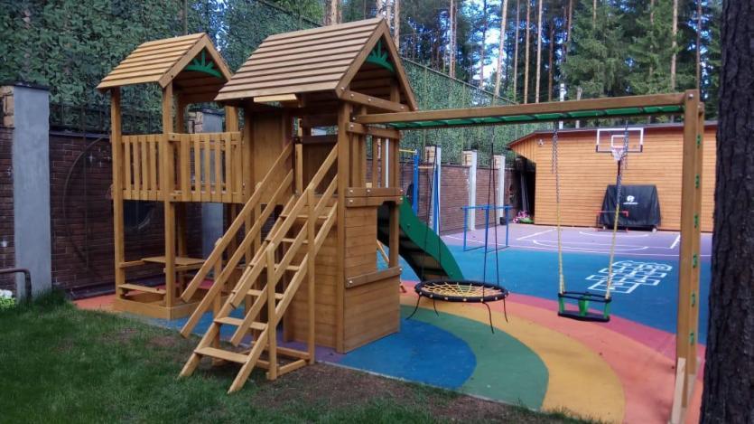 Дитячий ігровий майданчик з дерева