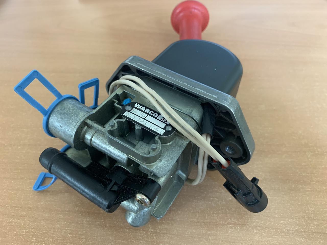 Ручной тормозной клапан IVECO (961 723 106 0/8132394)