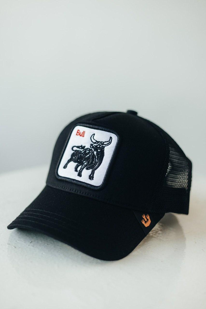 Кепка-тракер чорна Bull