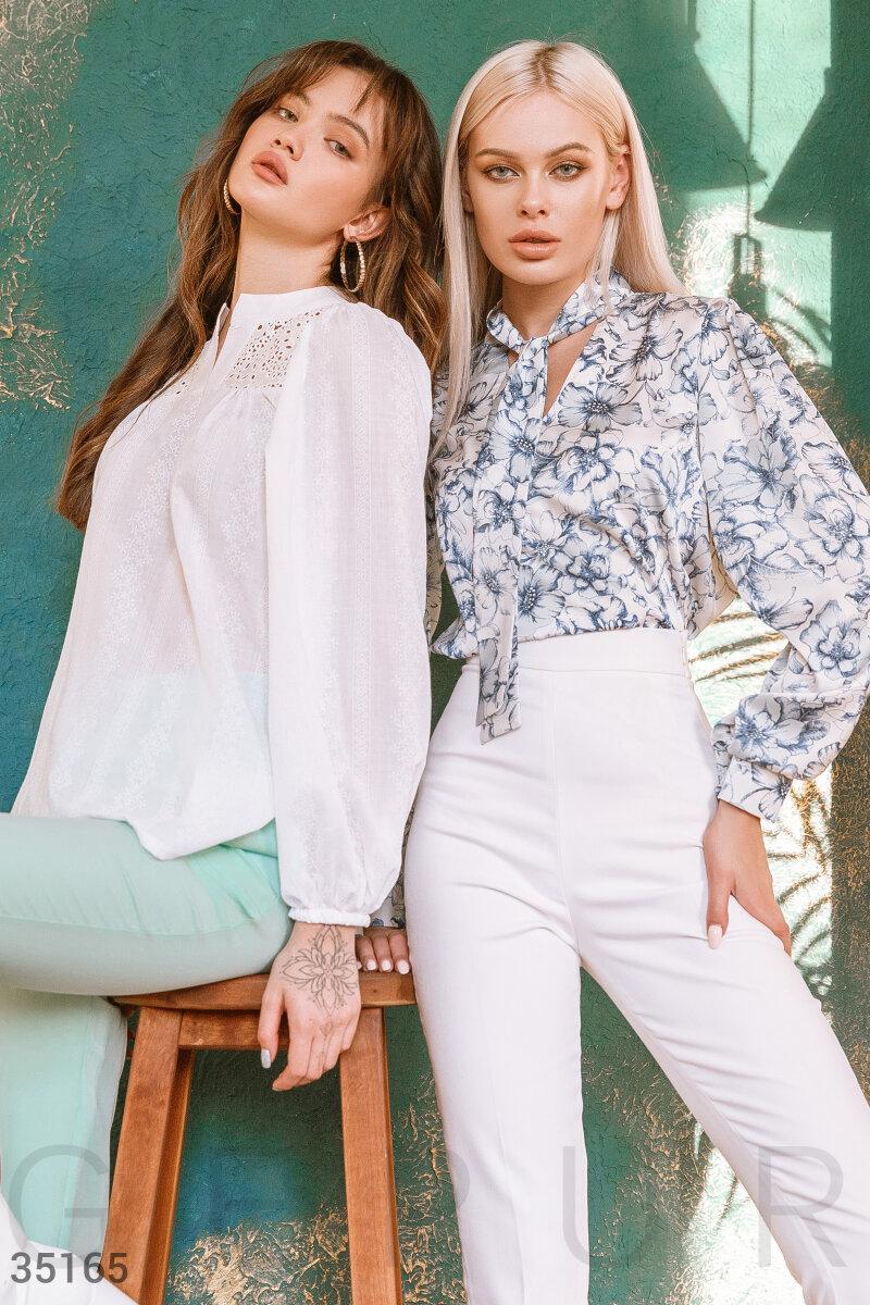 Свободная блуза в цветочек с завязками