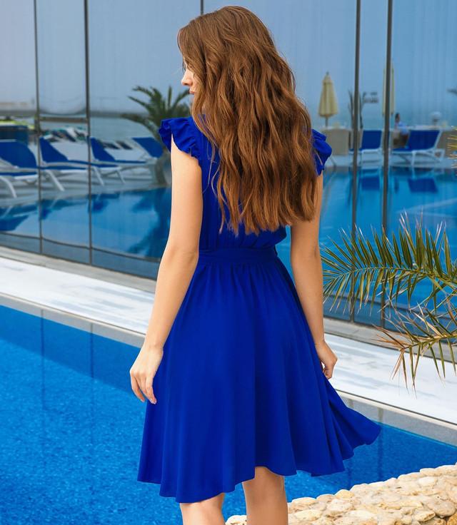 Женское платье с пуговицами